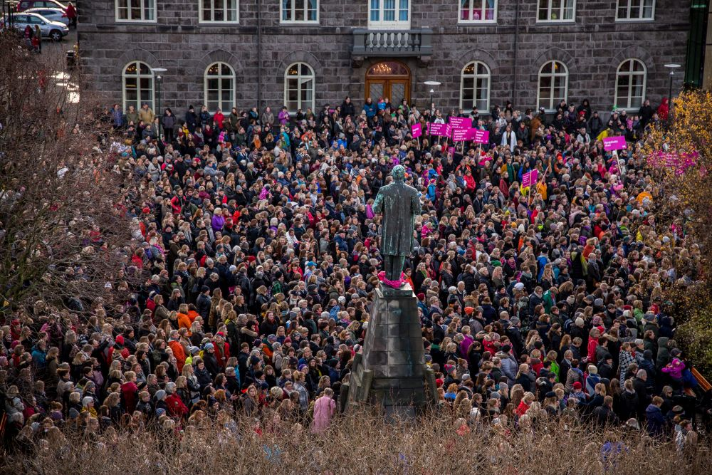 Women protest income inequality and the gender pay gap in Reykjavík, Iceland on October 24th, 2016. Photographer: Arnþór Birkisson.